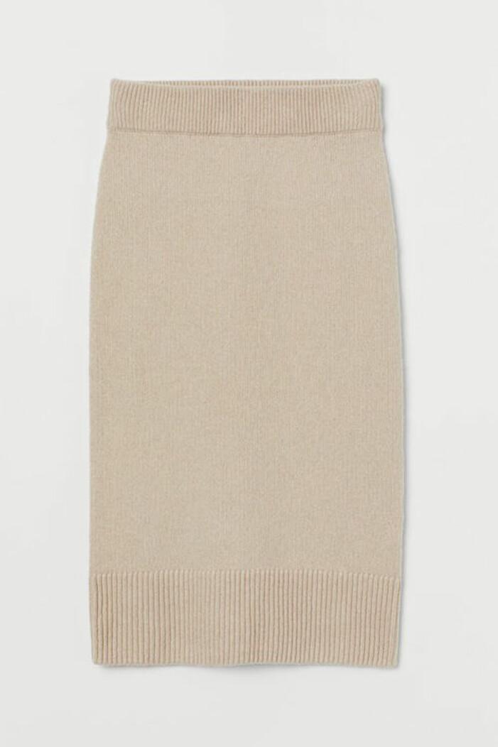 Vadlång stickad beige kjol från H&M