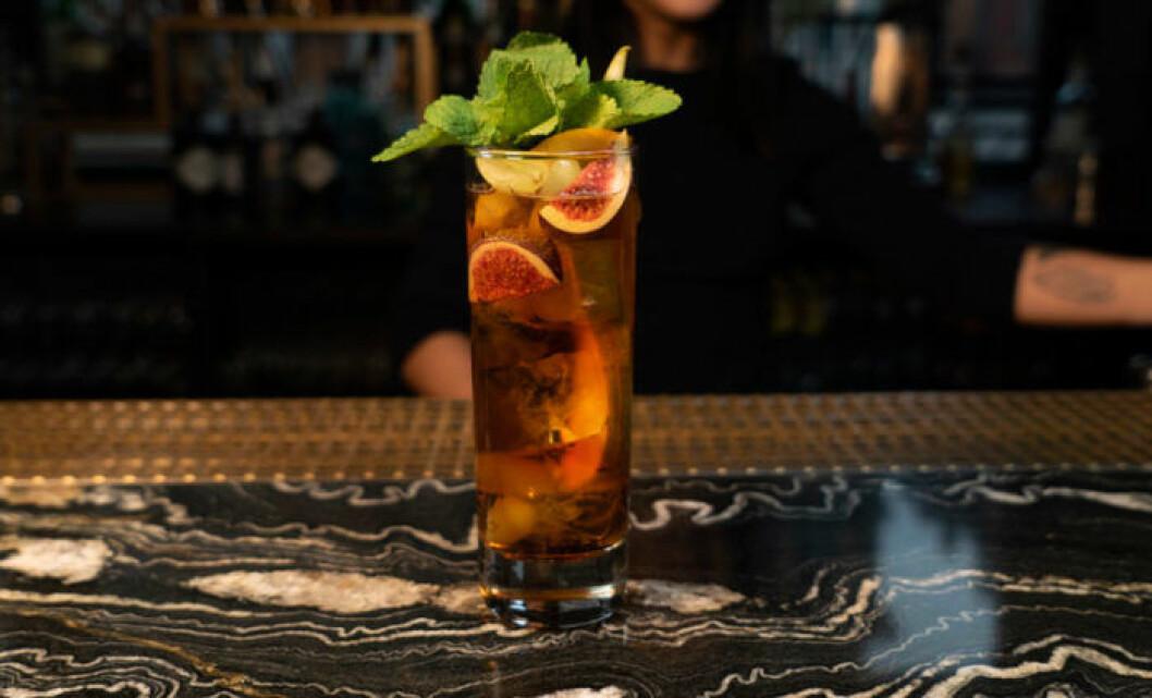 Vermouth ginger ale funkar under alla säsonger. Anpassa efter årstid med säsongens frukt.