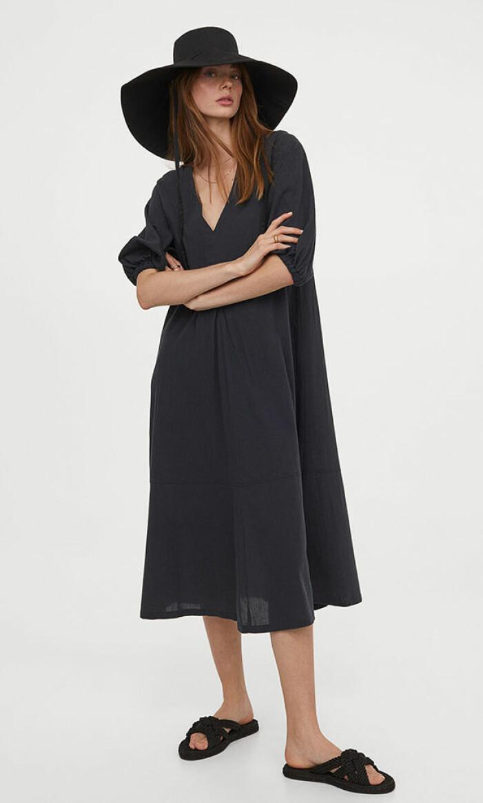svart luftig klänning