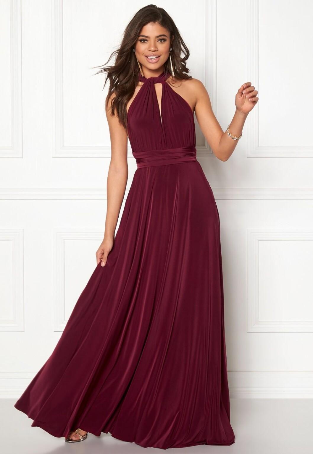 Vinröd balklänning till balen 2019
