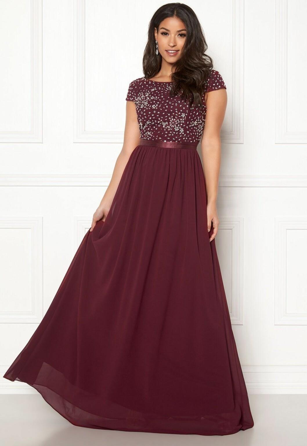 Vinröd klänning till balen 2019