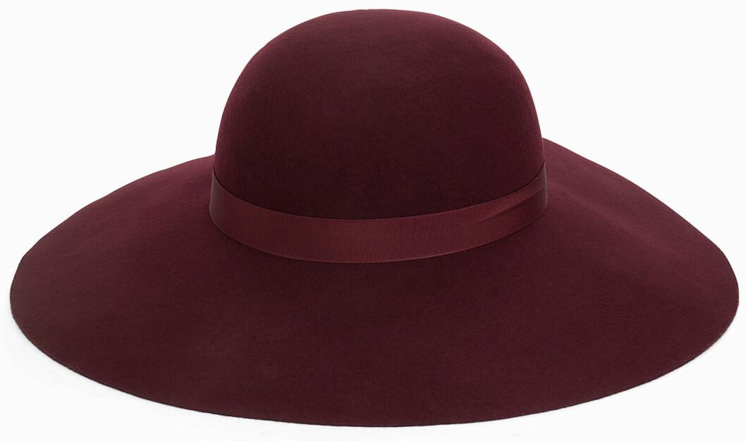vinröd hatt
