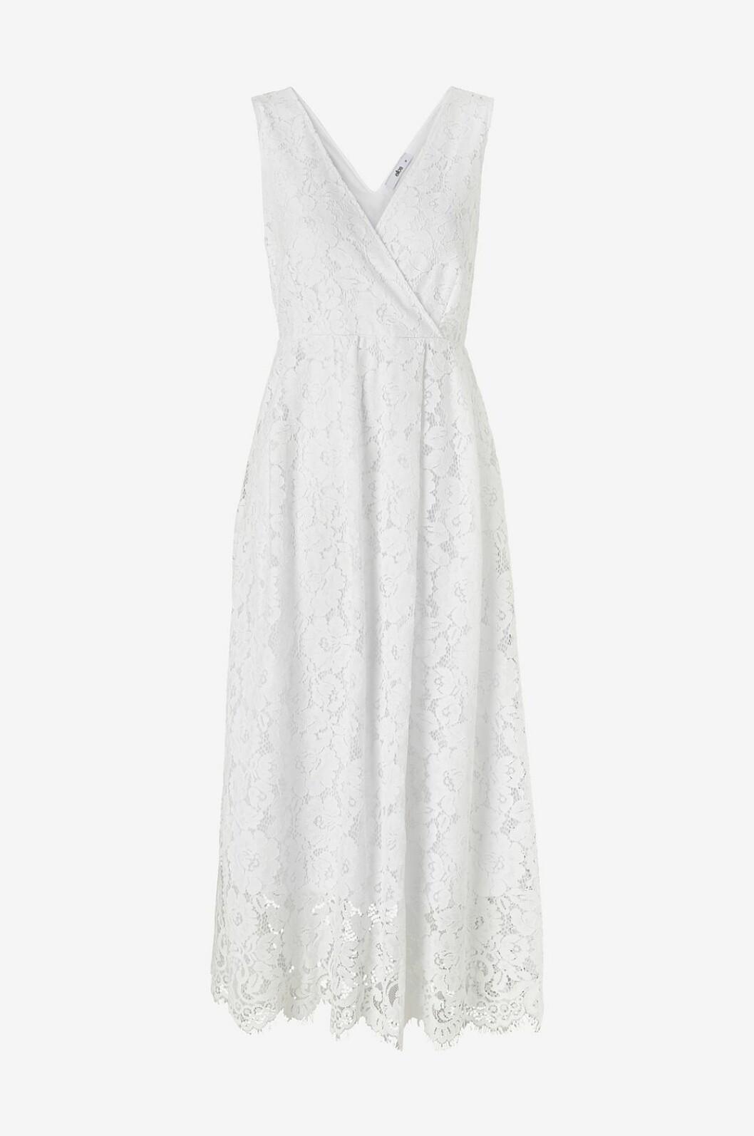 Vit ärmlös spetsklänning till sommaren 2020