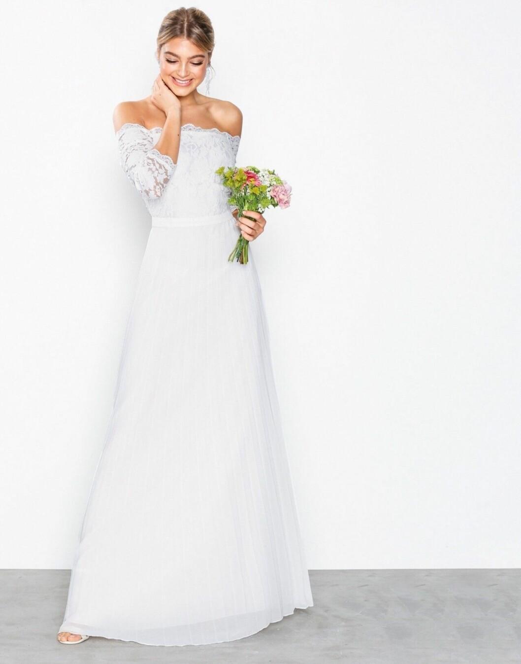 Billig bröllopsklänning i spets med lång ärm 2019