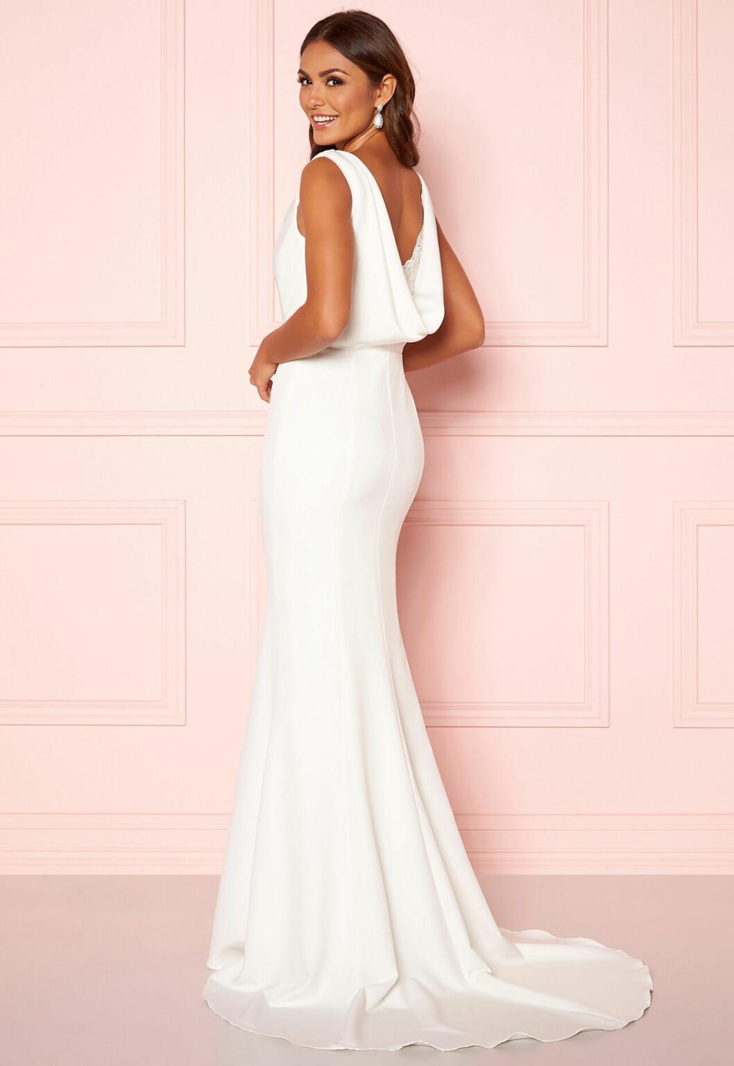 Billig vit brudklänning med djup ringning i ryggen till 2020