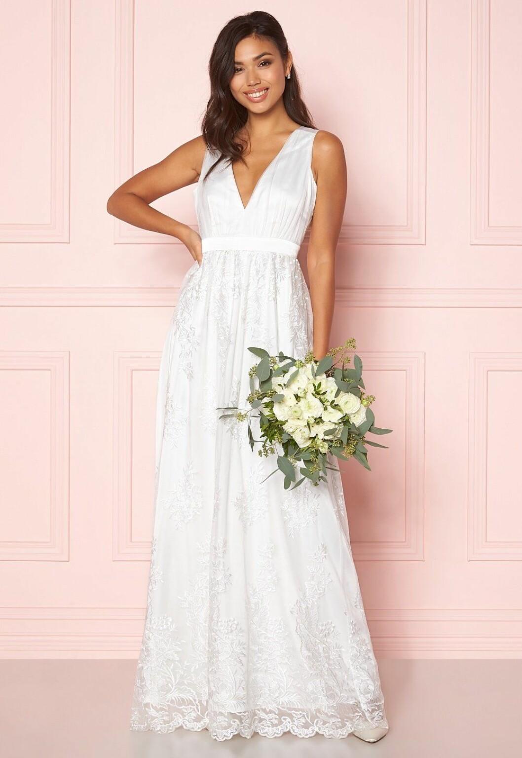 Vit billig brudklänning i spets till 2020