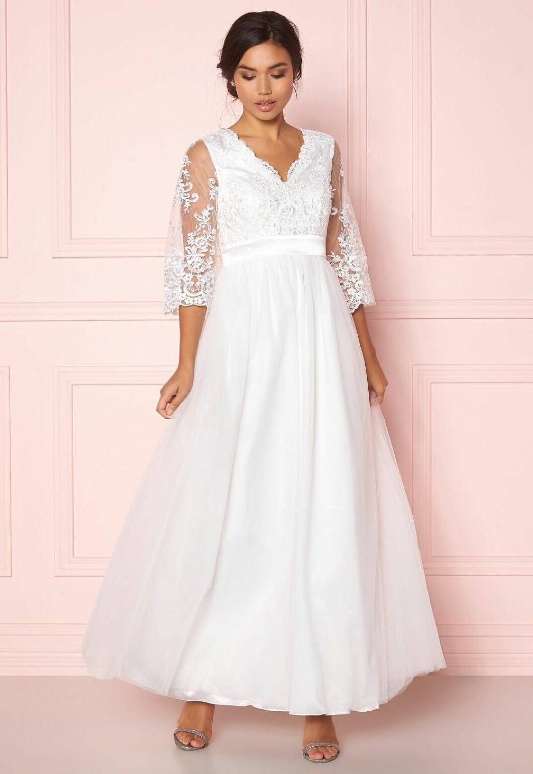 Vit billig brudklänning med spets till 2020