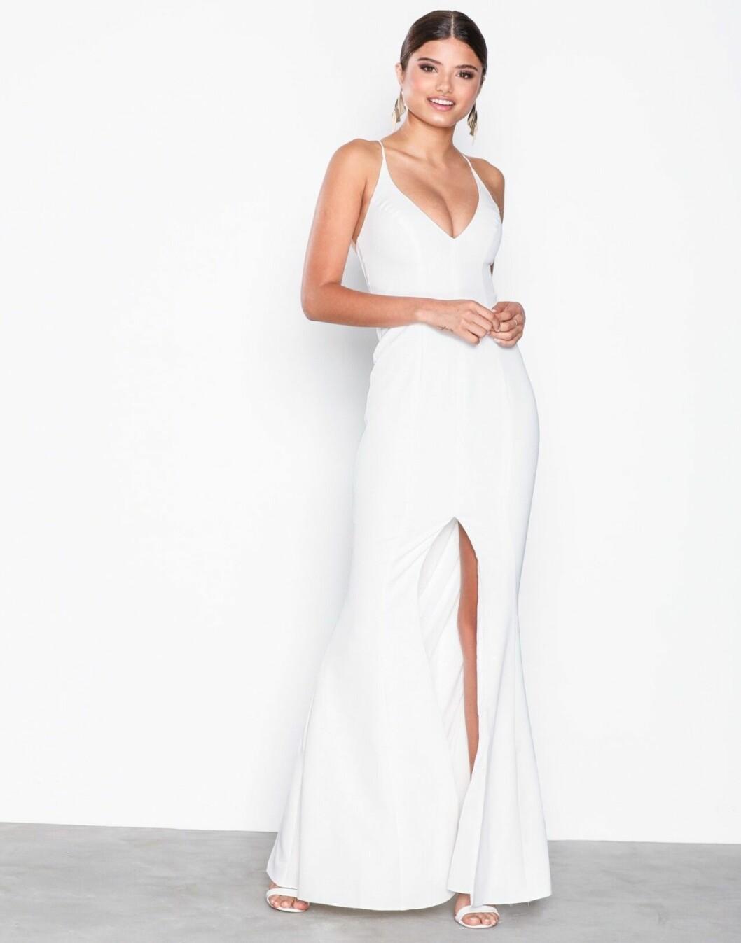 Billig bröllopsklänning med tunna band till 2019