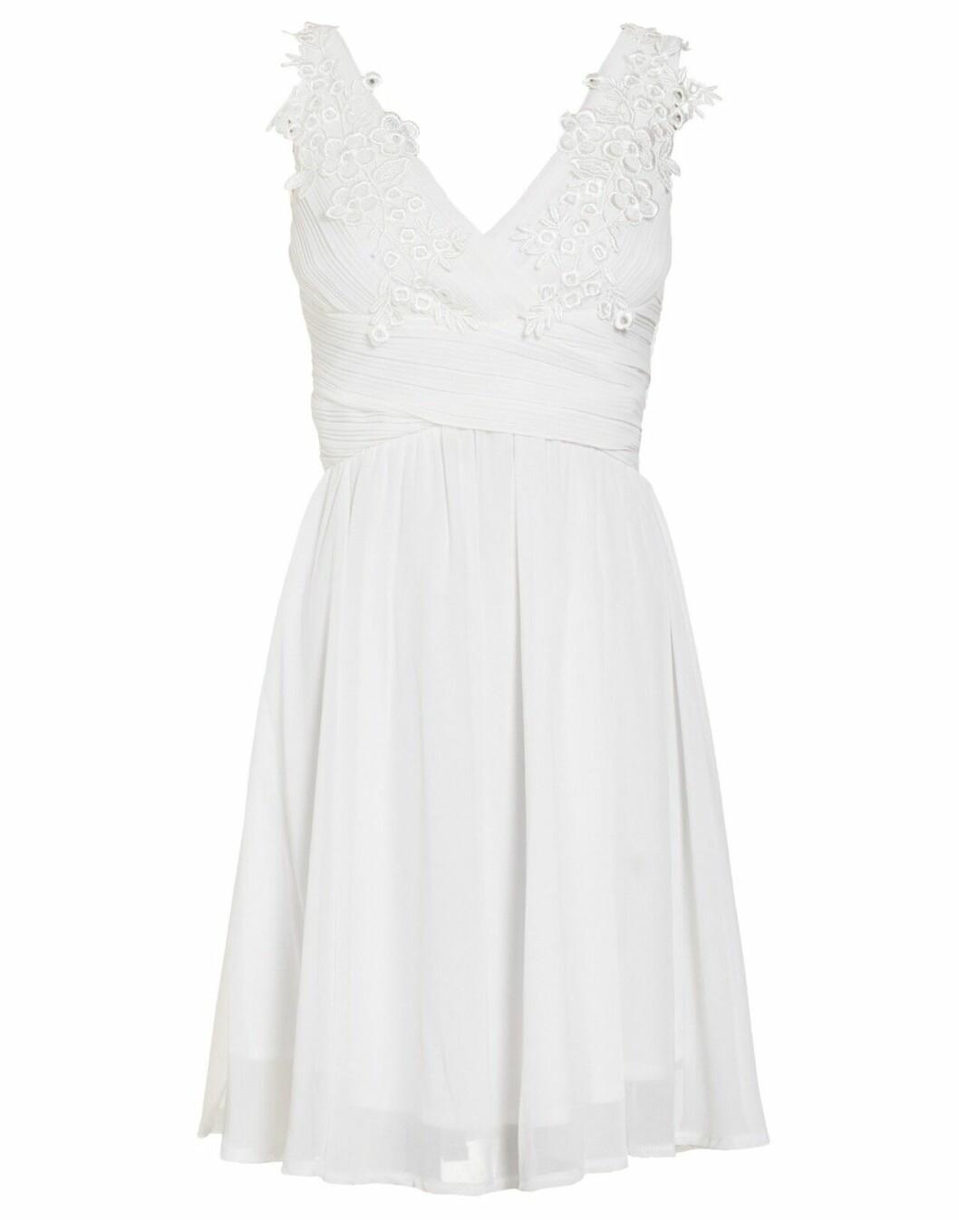Billig brudklänning i kort modell 2019