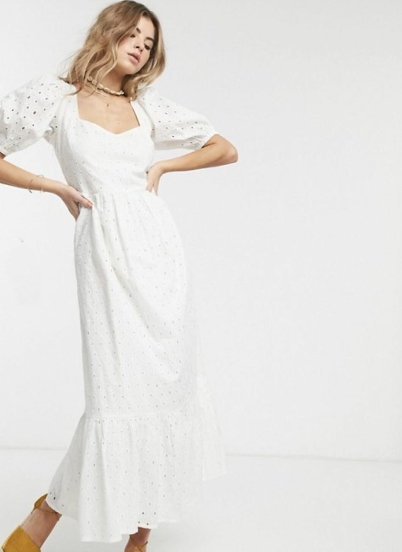 Billig bröllopsklänning i enkel modell