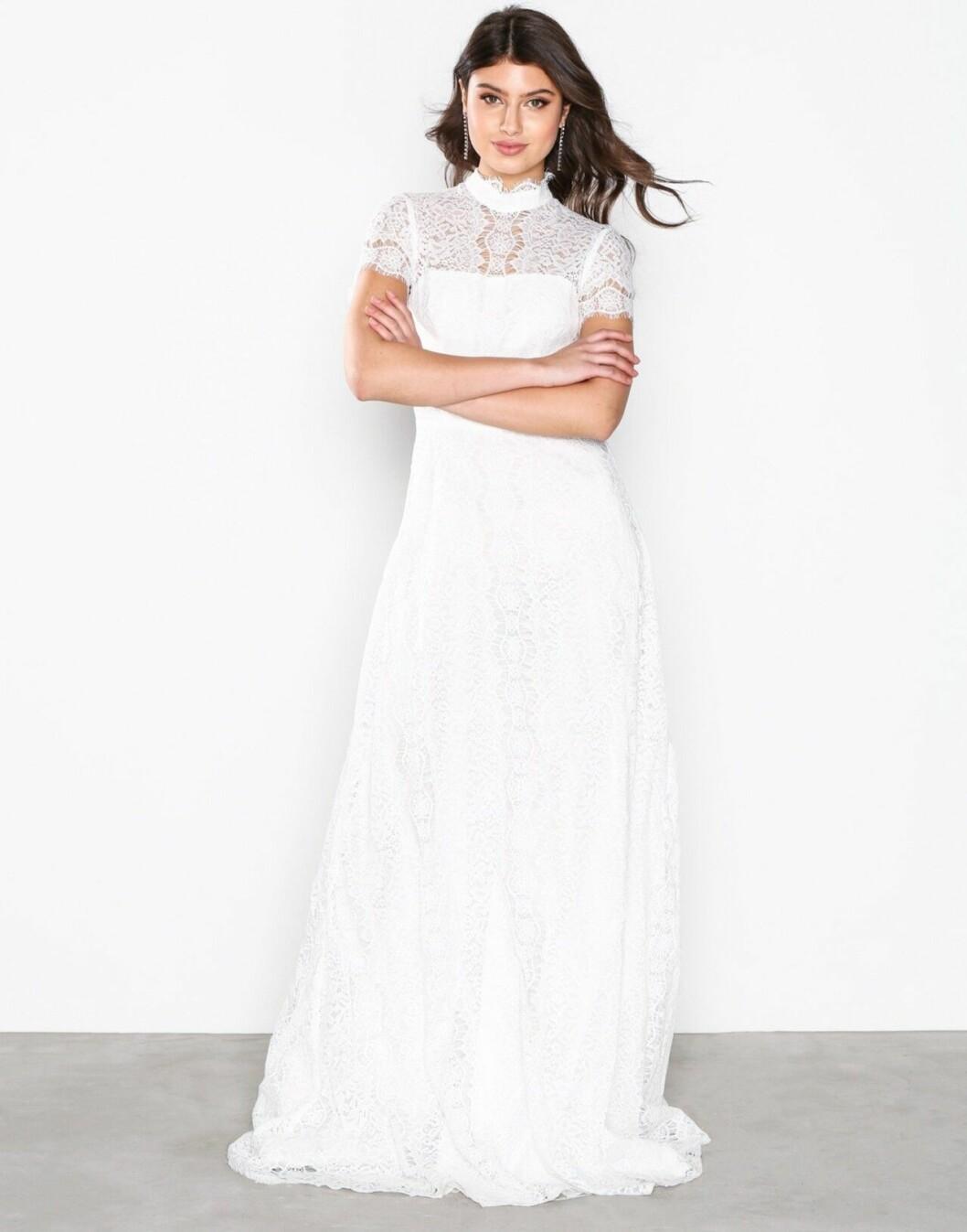 Billig bröllopsklänning med spets till 2019