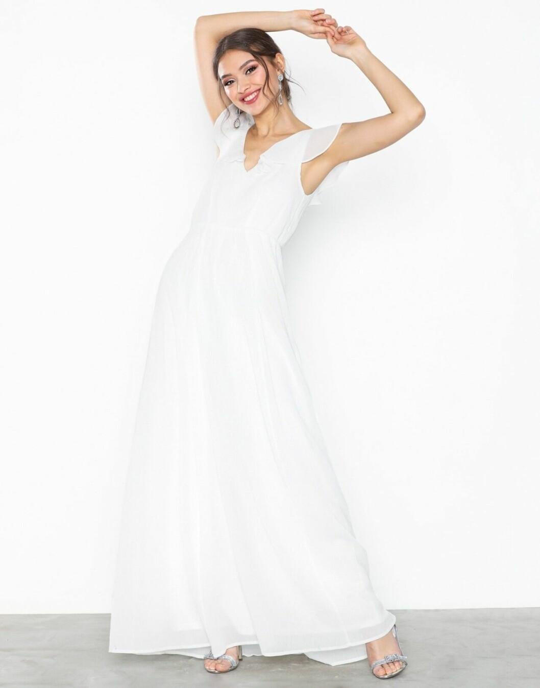 Billig bröllopsklänning med volanger 2019