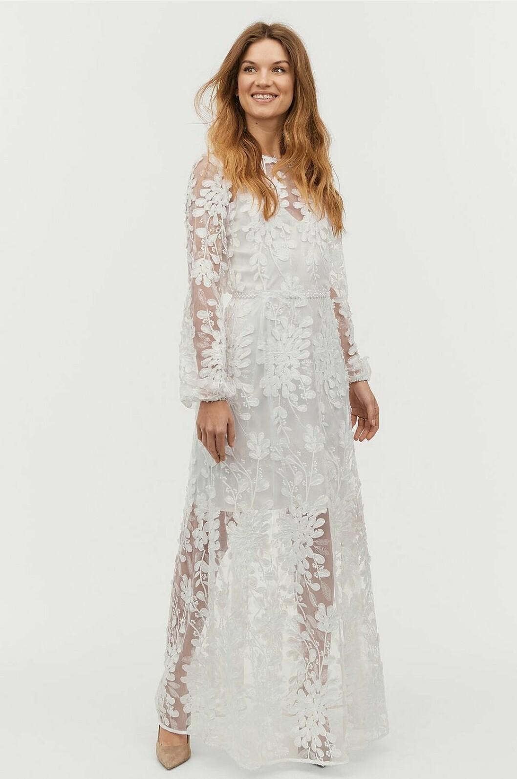 Vit brudklänning i spets med lång ärm till 2020