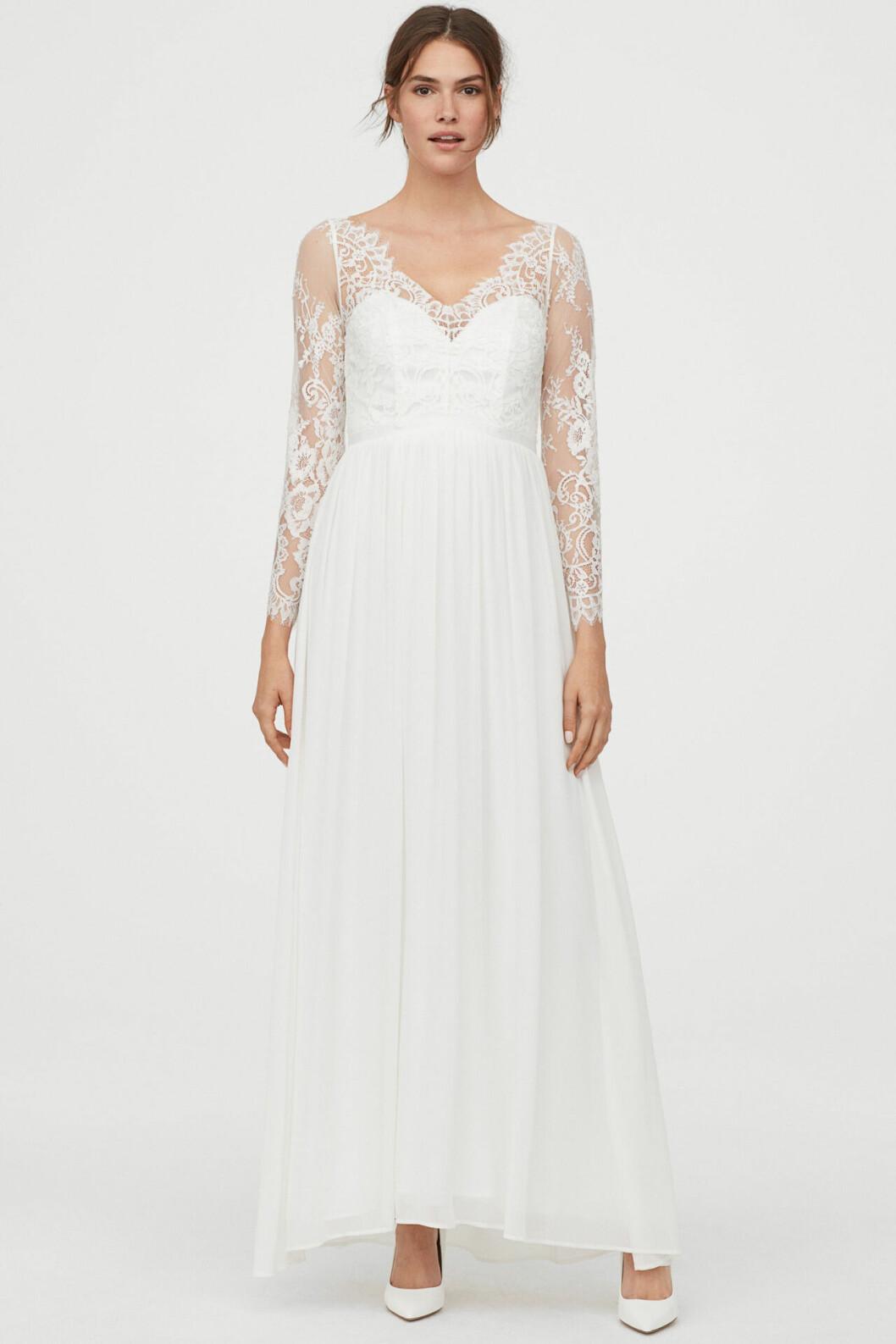 Vit brudklänning med lång ärm i spets från H&M