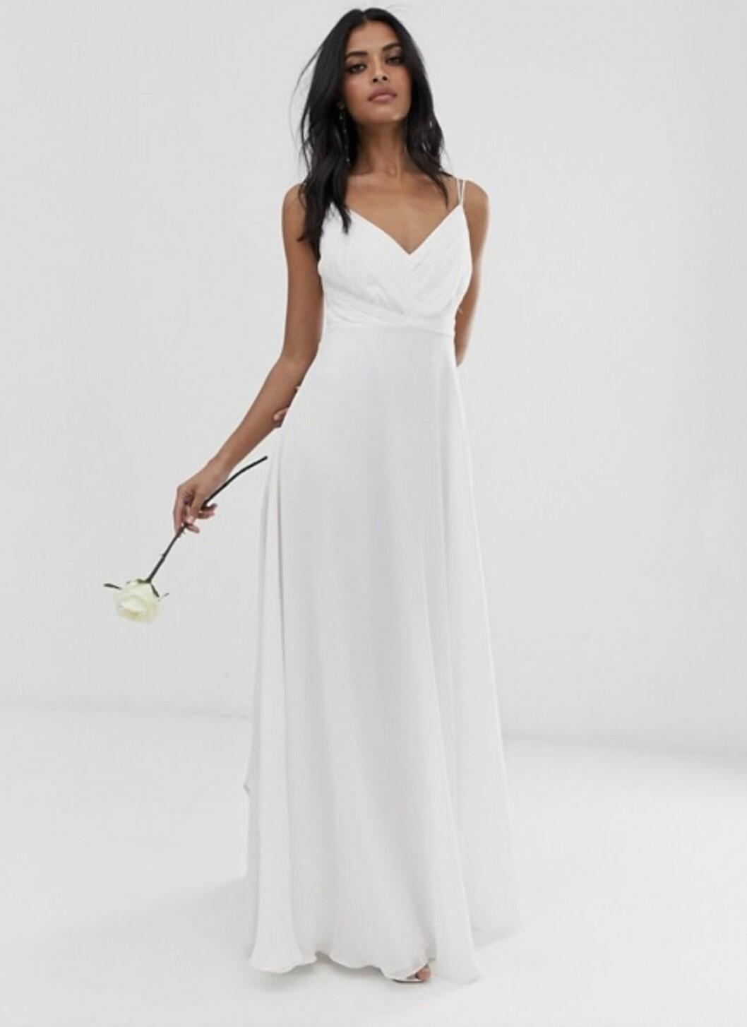 Vit enkel brudklänning med tunna band