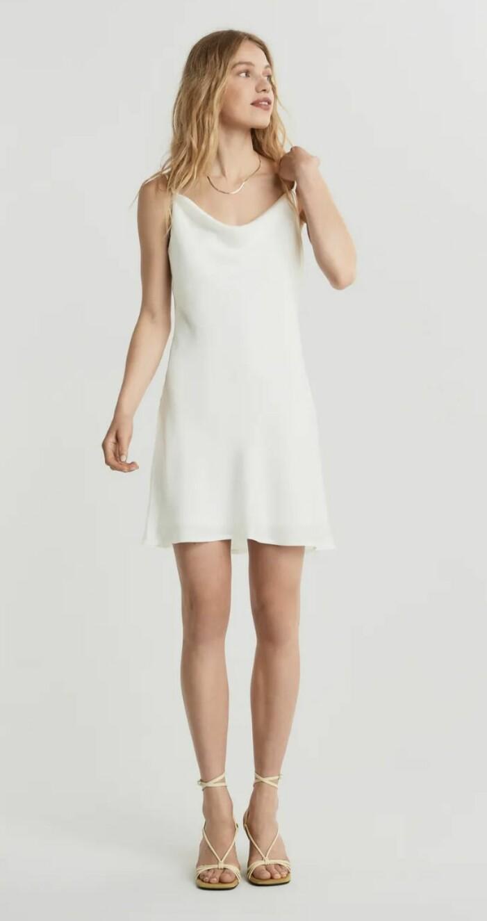 vit klänning från gina tricot