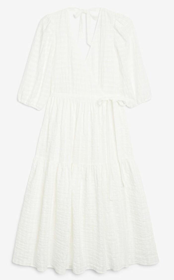 vit klänning med öppen rygg från Monki