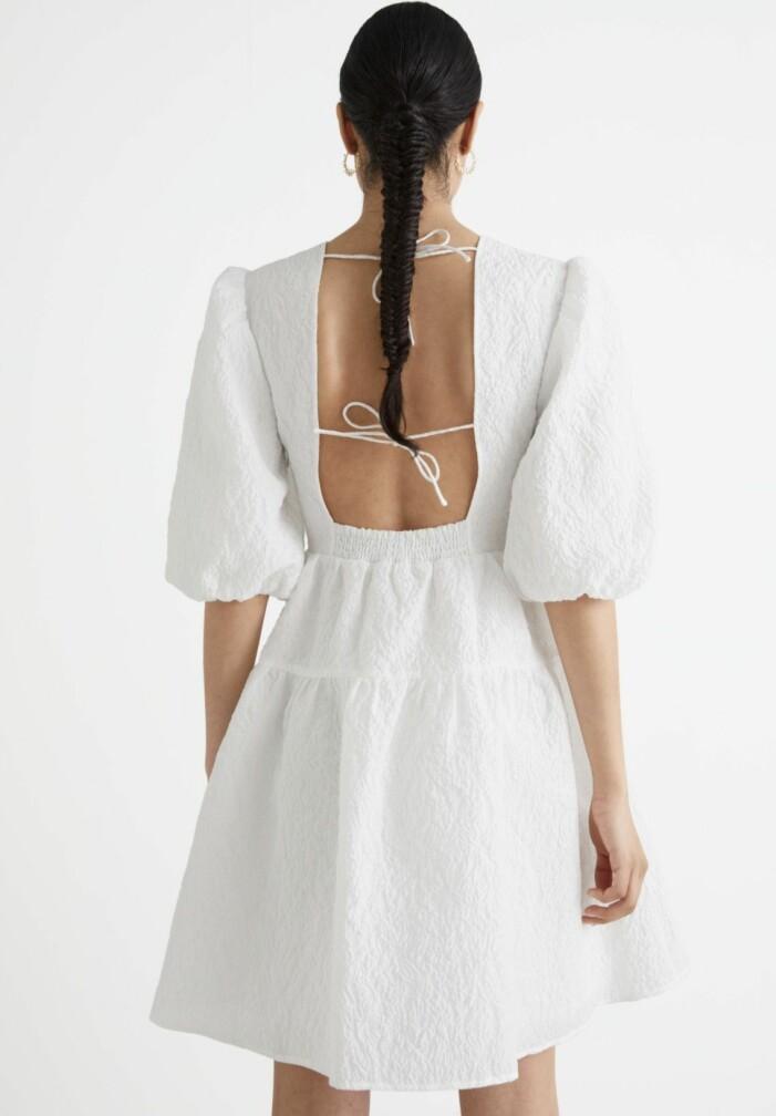 vit kort klänning med öppen rygg från & Other stories