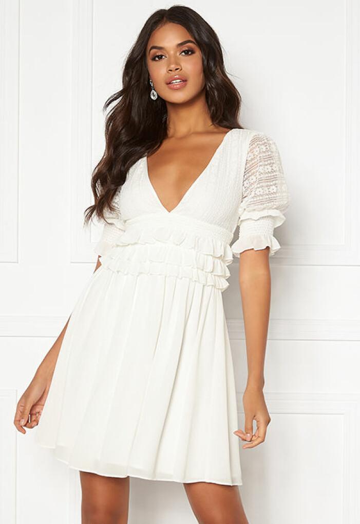 vit kortärmad studentklänning