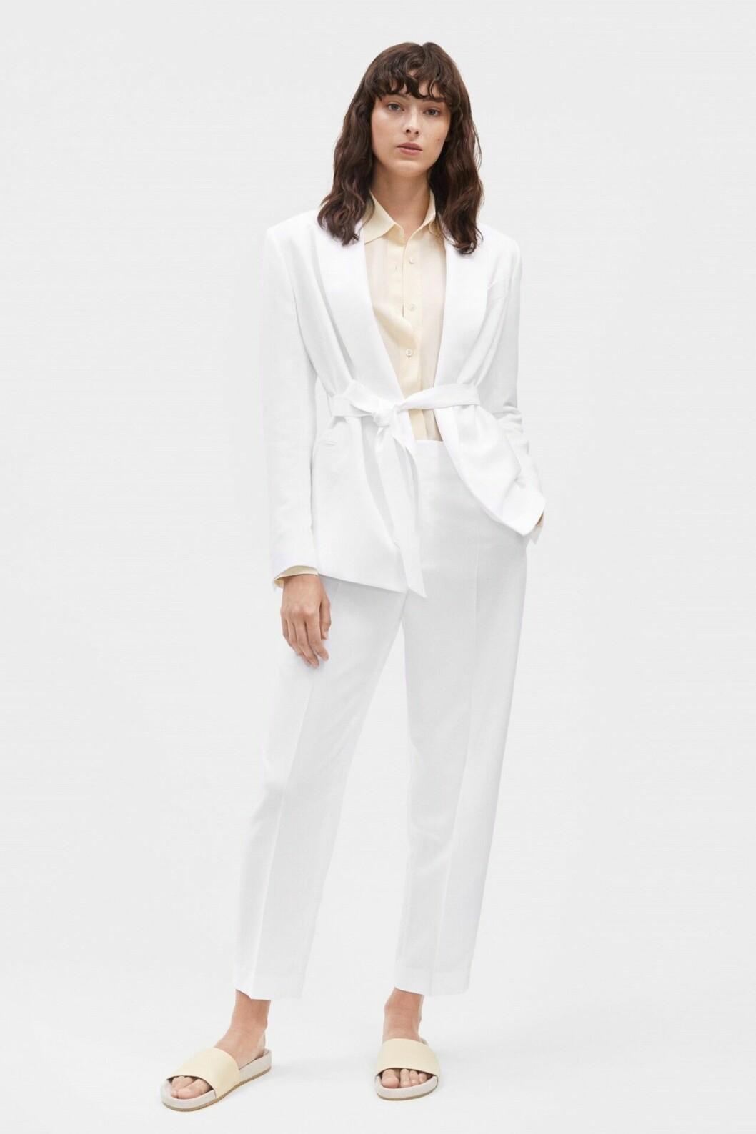 Vit kostym för dam till festen 2019