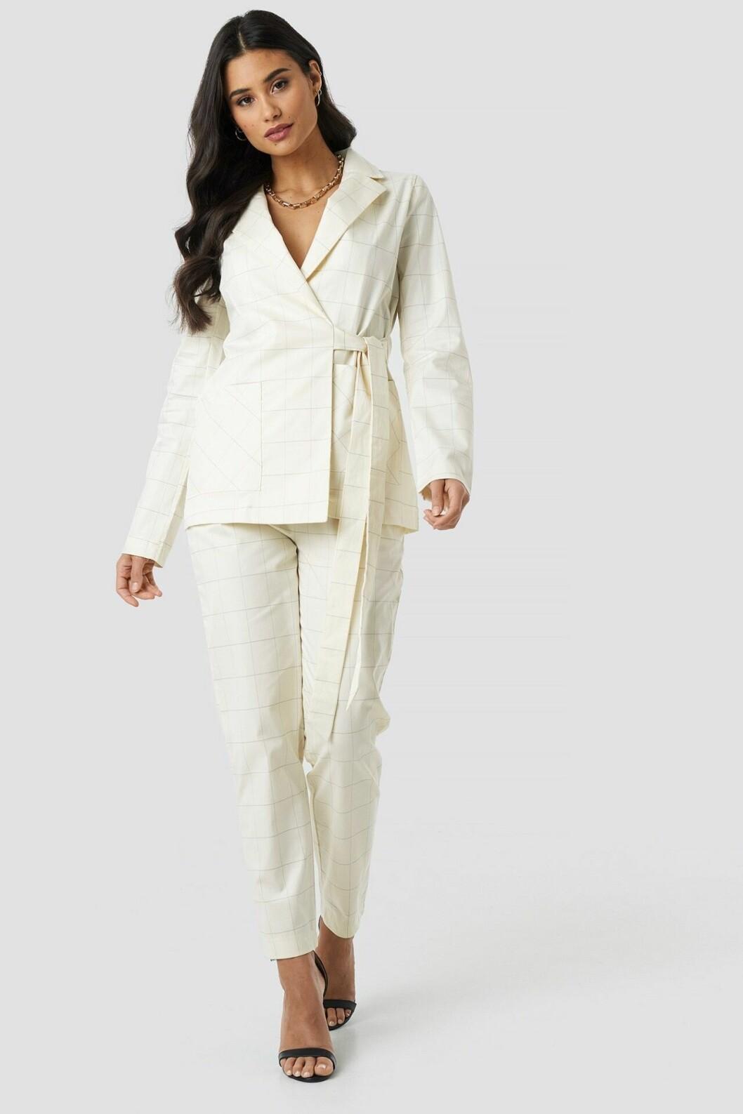 Rutig vit kostym för dam till 2019