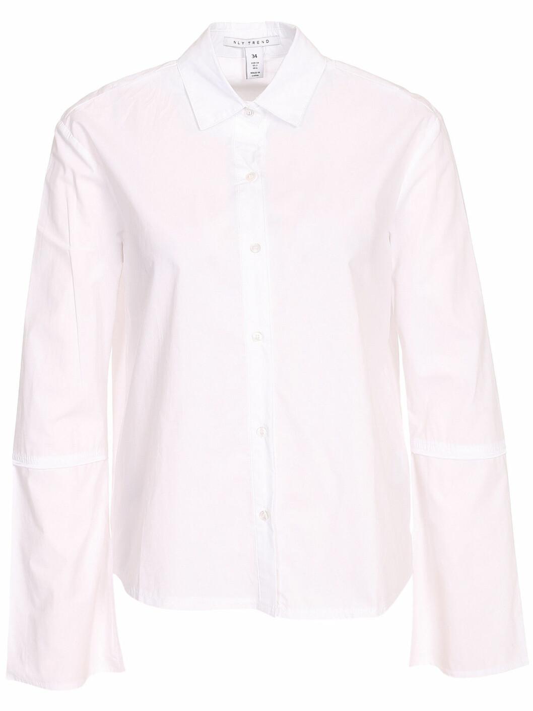vit skjorta vida ärmar
