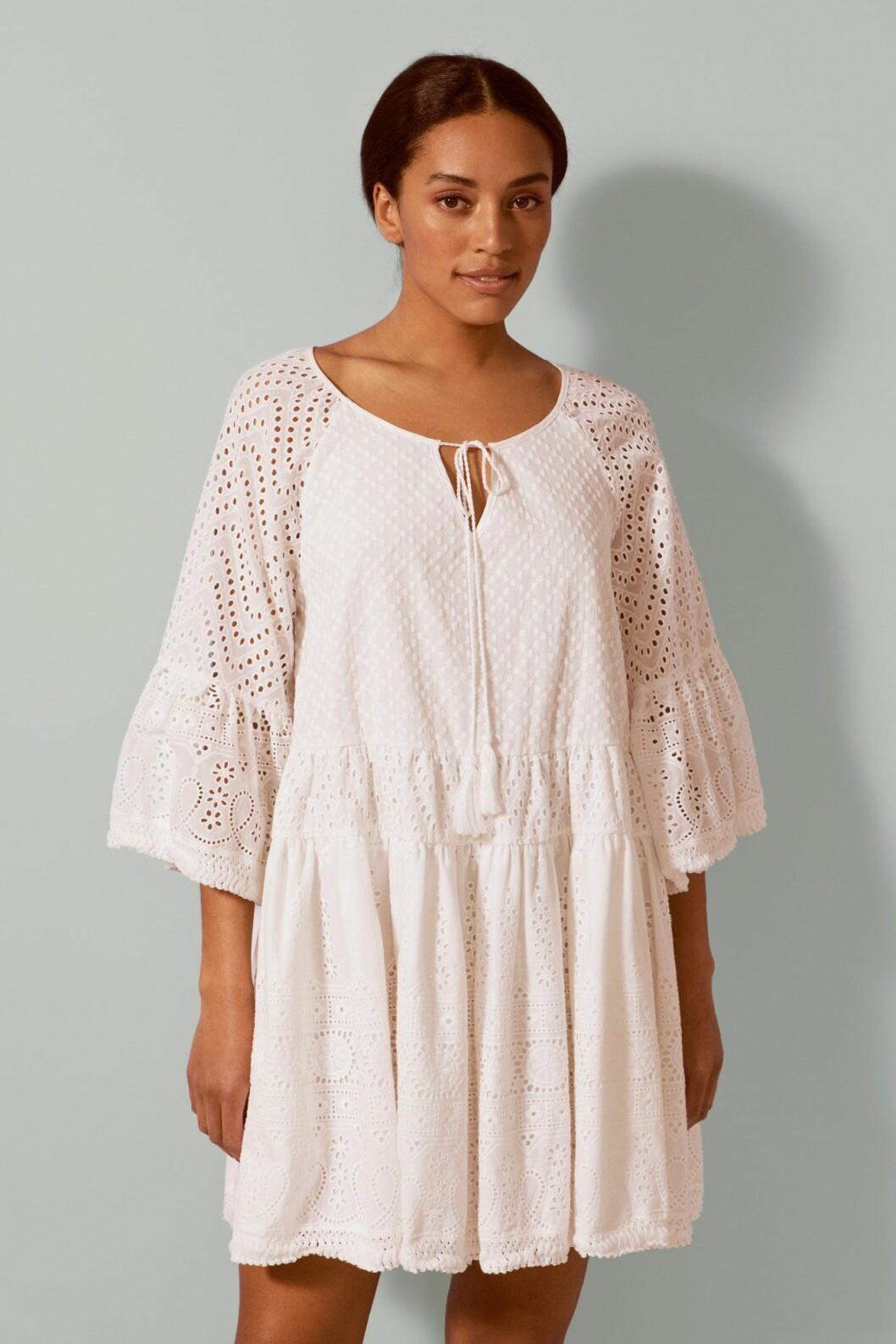 Vit strandklänning från By Malina för dam till 2020