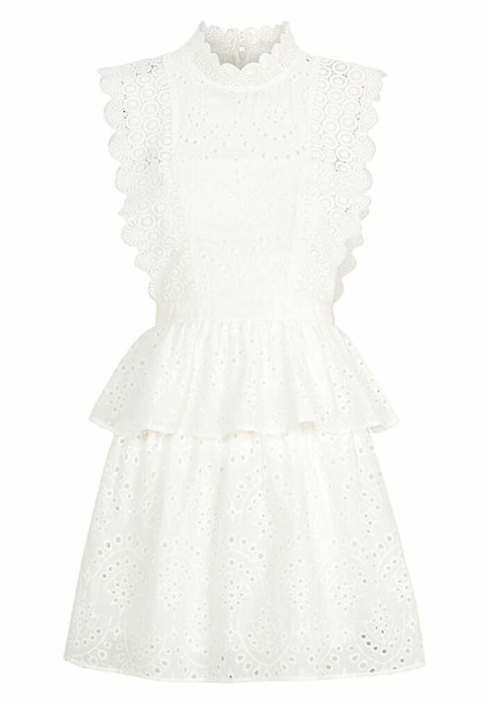 vit studentklänning med spets