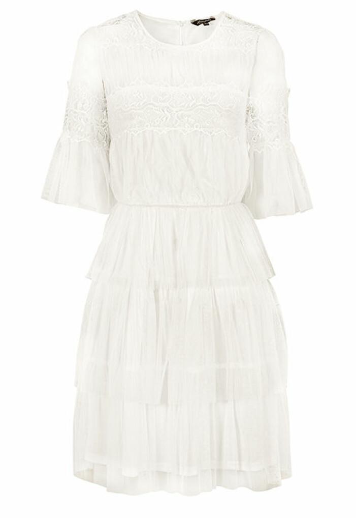 vit studentklänning med spets och volanger 2021