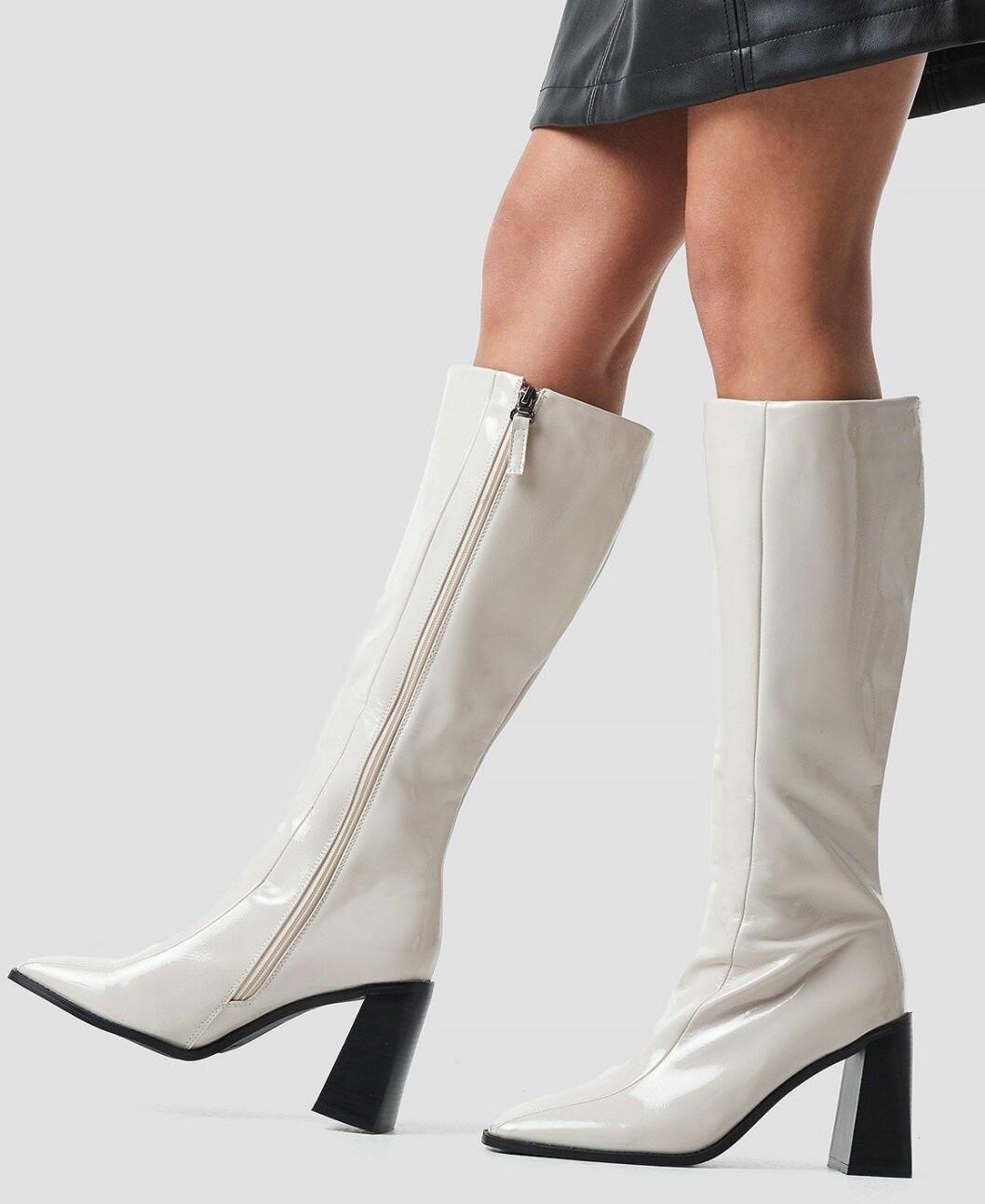 Vita knähöga stövlar som är billiga för dam
