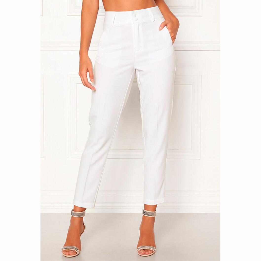 Snygga vita kostymbyxor