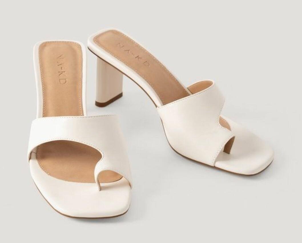 Vita sandaletter till sommaren 2020 från Na-kd