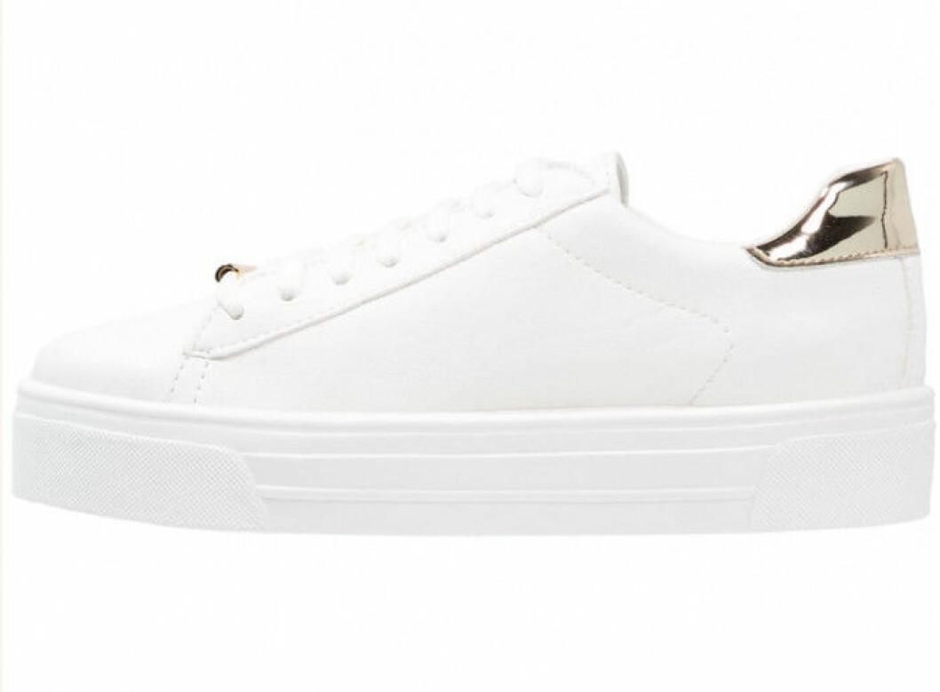 vita-sneakers-guld-detalj-topshop