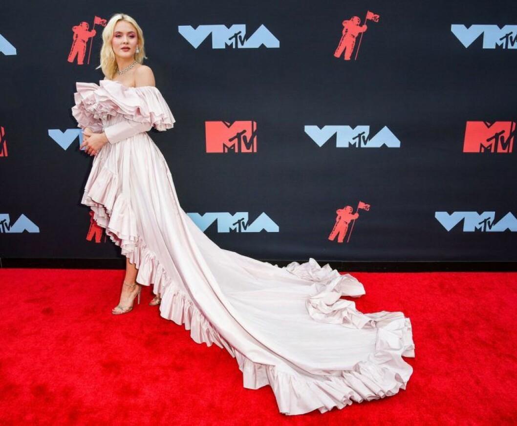 Zara Larsson på röda mattan VMA 2019